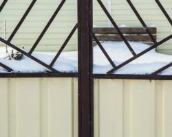 Забор из профнастила со сварным верхом